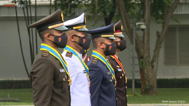 Jokowi Lantik 700 Perwira Remaja TNI-Polri (3)
