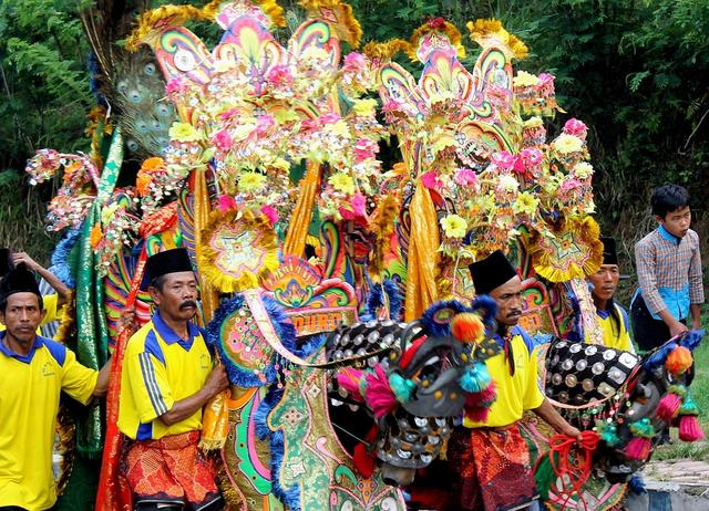 Faktor Penyebab Keberagaman Masyarakat Indonesia dalam Budaya (83117)