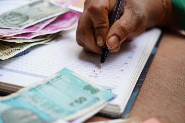 Cara Menghadapi Debt Collector dengan Tenang? Ini Tipsnya (18412)