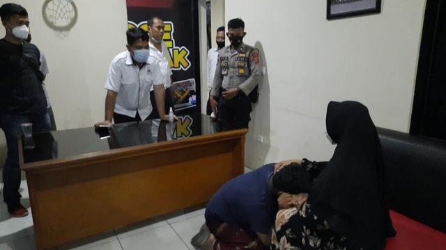 Bocah Peserta Aksi Bela Rizieq di Tasikmalaya Menangis saat Ditemui Ibunya  (245347)