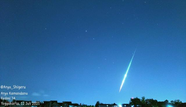 Viral Cahaya Hijau Diduga Meteor Melesat di Langit Malam Jogja, Ini Kronologinya (82246)