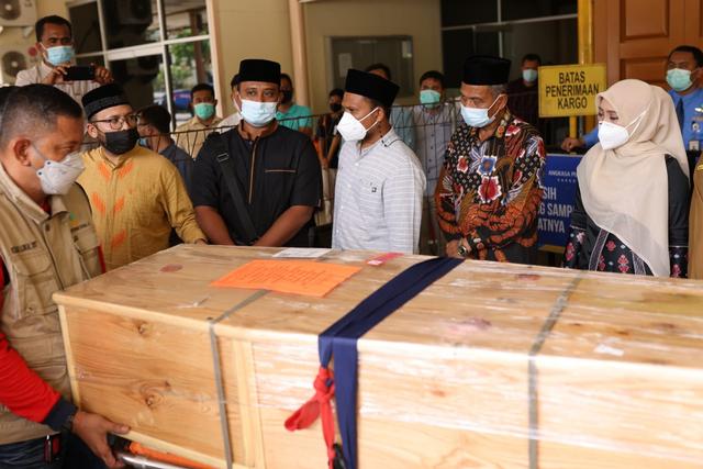 Tiba di Aceh, Jenazah Mahasiswi Penghafal Alquran Disambut Istri Gubernur-Bupati (248187)
