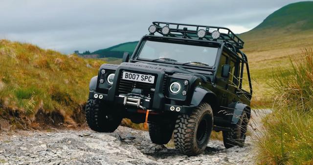 Ketika Land Rover Defender Disuntik Motor Listrik Tesla (33122)