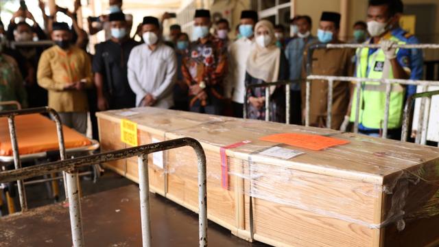 Video: Suasana Penyambutan Jenazah Mahasiswi Penghafal 30 Juz Alquran di Aceh (249767)