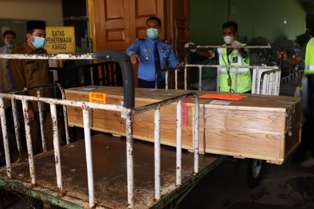 Sambut Jenazah Septia Ulfa Lestari, Istri Gubernur: Masyarakat Aceh Berduka (243275)