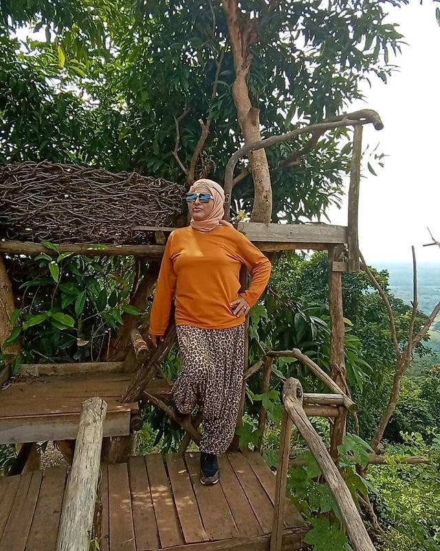 Profil Neneng Anjarwati, Penyanyi Dangdut yang Meninggal Usai Positif COVID-19 (332919)