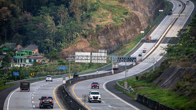 Berita Populer: Ini Etika Nyetir Mobil di Tol; SIM C Moge dan Motor Listrik (226973)