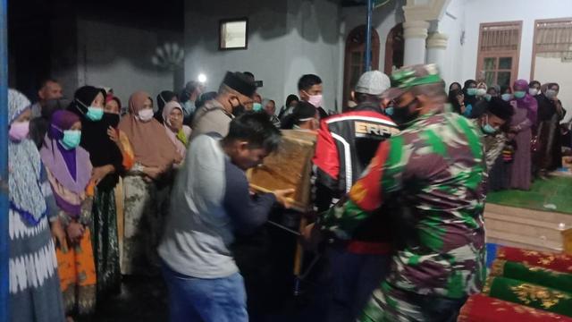 Jenazah Gadis Penghafal Alquran Disambut Salawat Ratusan Warga di Kampungnya (248361)