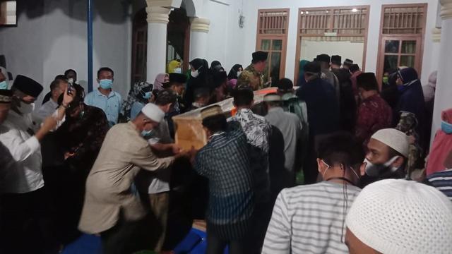 Suasana Haru Iringi Pemakaman Jenazah Penghafal Alquran yang Meninggal di Mesir (243634)