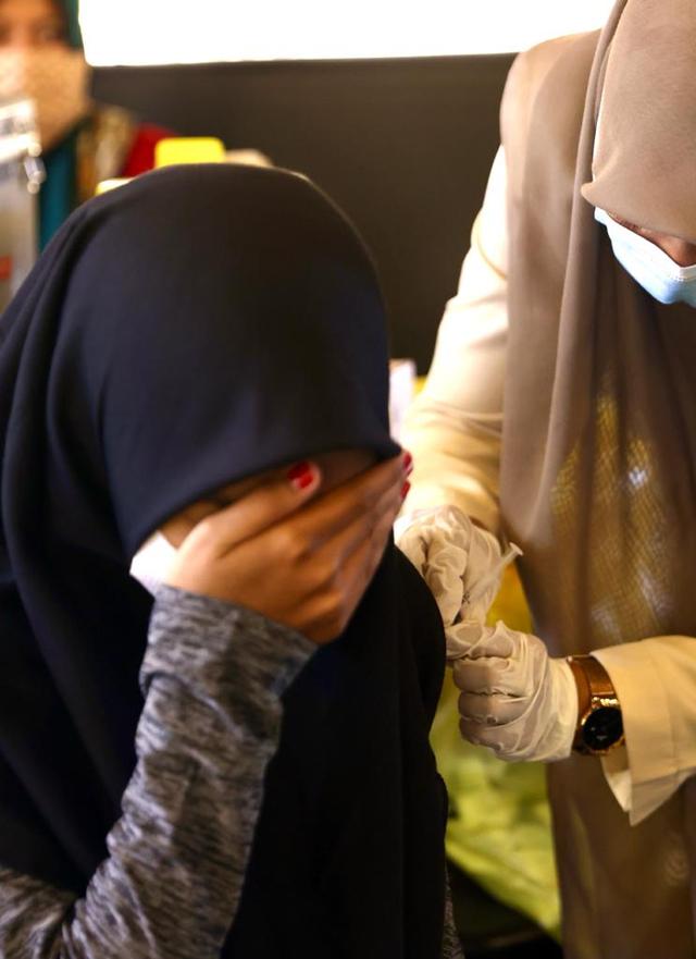 Foto: Vaksinasi COVID-19 Sambil Santai Minum Kopi Digelar di Banda Aceh (248596)