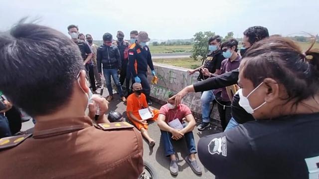 Video: Rekonstruksi Kasus Pembunuhan Ojol di Brebes (66782)