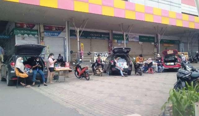 Botania Plaza Tutup, Penjual Ponsel Buka Lapak di Pinggir Jalan (546218)