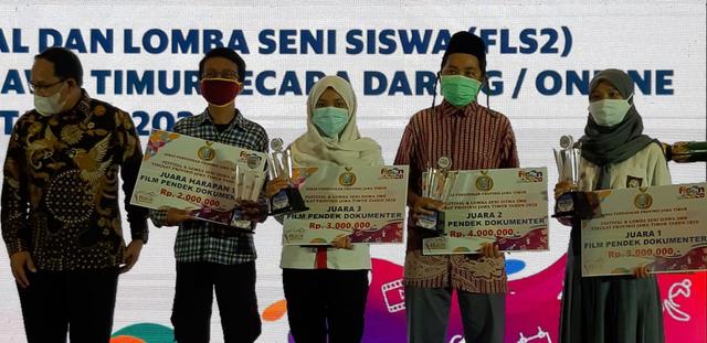 """Pandemi Memaksa Anak SMK Broadcast Memproduksi Film Dokumenter Bertajuk """"Cetar"""" (53759)"""