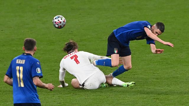 Ini Alasan Jorginho Tak Dikartu Merah Usai Injak Jack Grealish di Euro 2020 (137220)