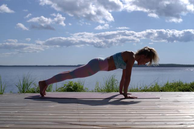 Cara Memperbesar Payudara dengan Olahraga, Lakukan 5 Gerakan Ini! (26289)