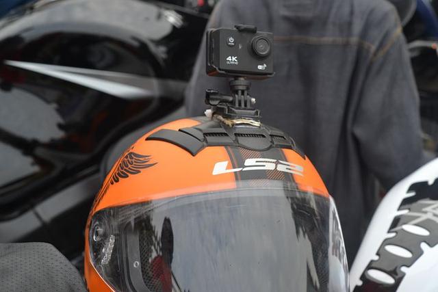 Cara Pasang Action Cam di Helm Full Face (1198262)