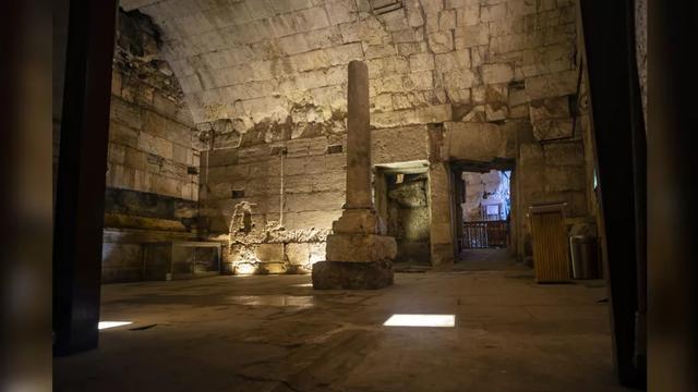 Arkeolog Temukan Bangunan Megah Era Romawi di Bawah Tembok Barat Israel (62316)
