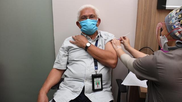 Vaksinasi Corona Dosis Ketiga Nakes Dimulai, 50 Guru Besar FKUI Sasaran Pertama (227007)