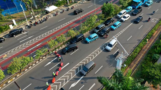 Kawasan Senayan Mulai Padat, Polisi Ingatkan Jakarta Masih PPKM Level 4 (633140)