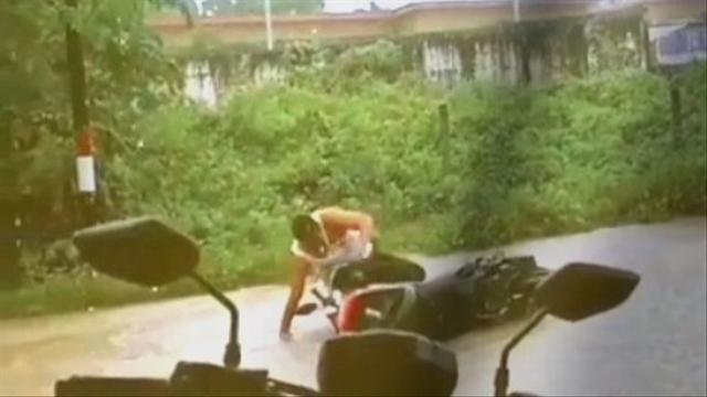 Abdul Malu Videonya Jatuh dari Motor di Banggai Viral, tapi Pasrah (903260)