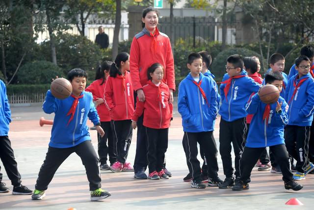 Fakta Zhang Ziyu, Gadis 14 Tahun yang Viral karena Tingginya Lebih dari 2 Meter (30340)