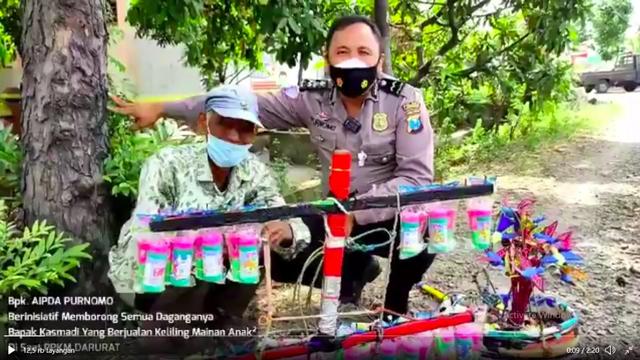 Viral Kisah Aipda Purnomo, Polisi di Lamongan yang Borong Dagangan PKL saat PPKM (719411)