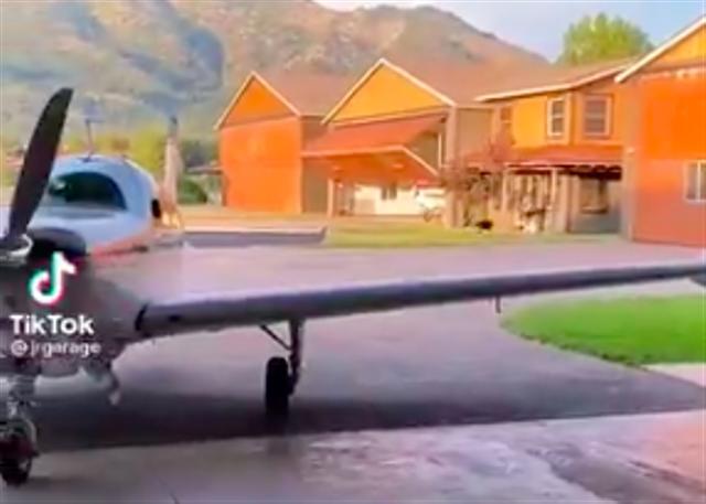 Viral, Hampir Semua Warga di Desa Ini Punya Pesawat Pribadi (38568)