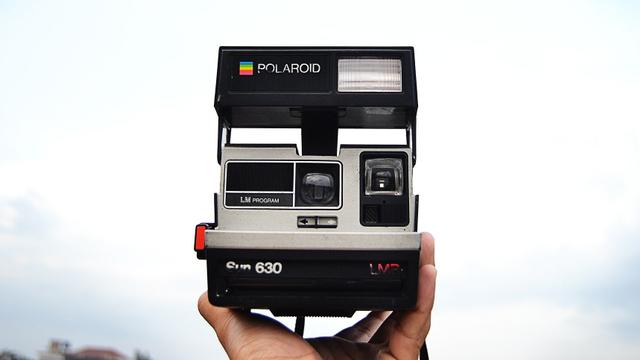 Tips Fotografi: Mengulik Sejarah Polaroid, Kamera Instan yang Masih Jadi Tren (59615)