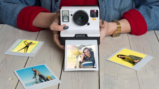 Tips Fotografi: Mengulik Sejarah Polaroid, Kamera Instan yang Masih Jadi Tren (59612)