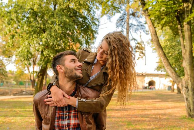 Saat Rindu Pasangan, Ini Kebiasaan yang Kamu Lakukan Berdasarkan Zodiak (74249)