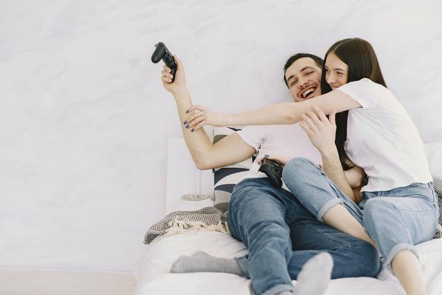 Saat Rindu Pasangan, Ini Kebiasaan yang Kamu Lakukan Berdasarkan Zodiak (74259)