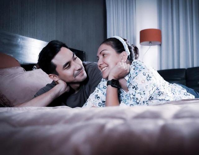 Momen 7 Seleb Memotret Istrinya Saat Tidur, Jahil tapi So Sweet (262727)