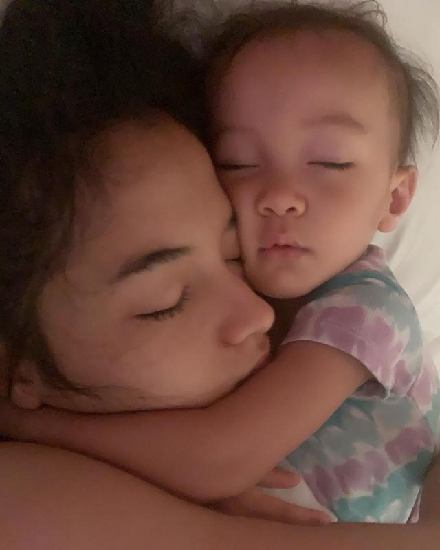 Momen 7 Seleb Memotret Istrinya Saat Tidur, Jahil tapi So Sweet (262728)