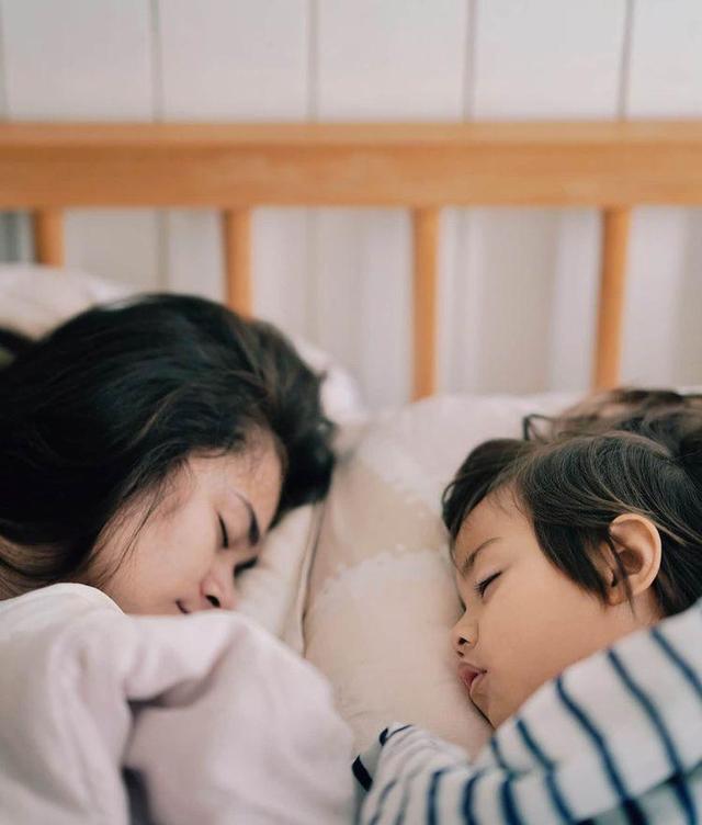 Momen 7 Seleb Memotret Istrinya Saat Tidur, Jahil tapi So Sweet (262732)