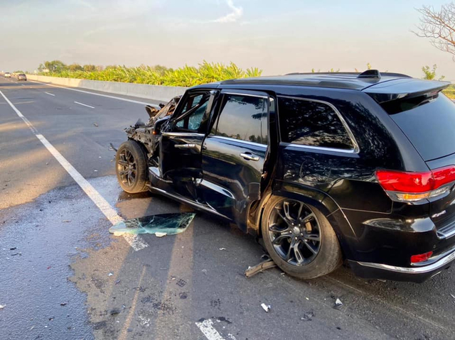 Kecelakaan Jeep Grand Cherokee di Tol Kanci, Ringsek dan Airbag Tak Mengembang (489838)