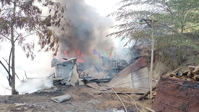 Rumah Pengolahan Minyak di Tambang Sumur Minyak Tua di Bojonegoro Terbakar (934290)