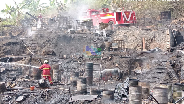 Rumah Pengolahan Minyak di Tambang Sumur Minyak Tua di Bojonegoro Terbakar (934291)