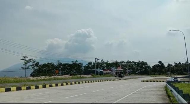 Beredar Temuan Limbah Rapid Test COVID-19 Berceceran di Tepi Jalan Tol Bakauheni (737568)