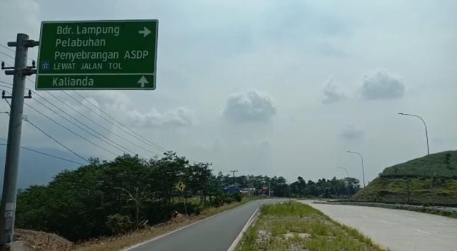 Beredar Temuan Limbah Rapid Test COVID-19 Berceceran di Tepi Jalan Tol Bakauheni (737569)