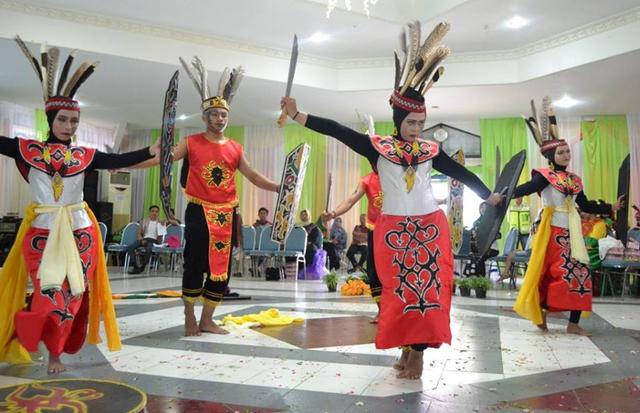 Tarian Daerah Kalimantan Selatan yang Khas  (91178)