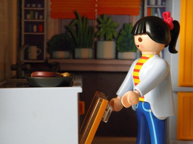 Mainan Anak 2 Tahun, Sesuai Kebutuhan Perkembangan Si Kecil (38173)