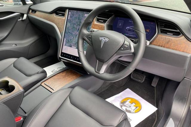 Tesla Model S Pangeran Charles Dijual, Kilometer Rendah dan Segini Harganya? (92553)