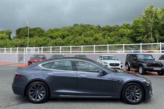 Tesla Model S Pangeran Charles Dijual, Kilometer Rendah dan Segini Harganya? (92554)
