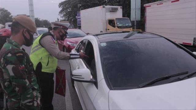 9 Titik Penyekatan di Tol Jakarta-Cikampek Saat PPKM Darurat (48147)