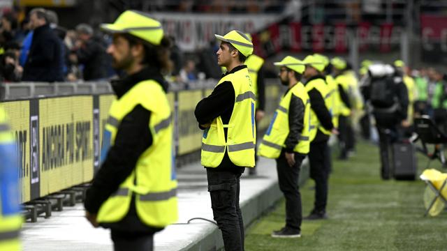 2 Penjual Atribut Steward ke Fans Tak Bertiket di Final Euro 2020 Ditangkap (81117)