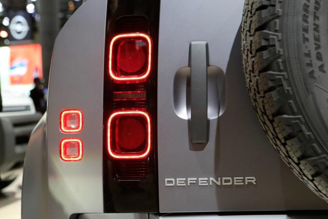 Spesifikasi Land Rover Defender 110 yang Lengkap (425279)