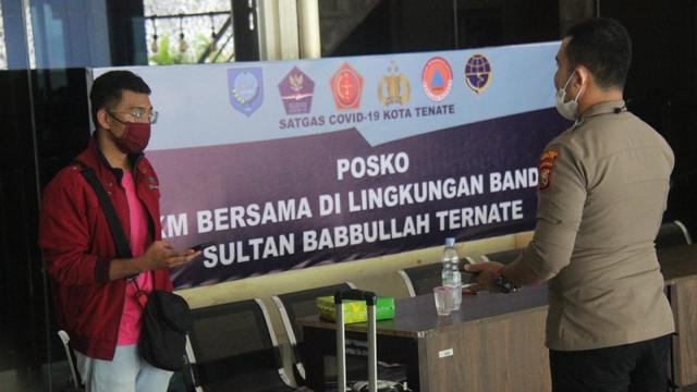 Polisi Usut Pria Bercadar Positif Corona yang Terbang dari Halim ke Ternate (214131)