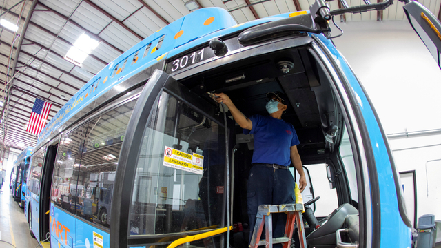Foto: Mengintip Pembuatan Bus Listrik di Amerika Serikat (138959)