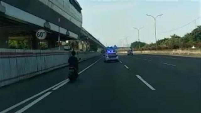 Tol Jagorawi Memang Sepi, tapi Jangan Tiru Pemotor Ini Nyelonong Masuk (119506)