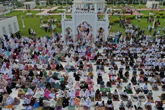 Foto Udara: Suasana Salat Idul Adha di Masjid Terbesar Aceh (60661)